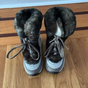 North Face Girls snow boots